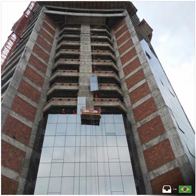 Facade constru ocivilmontagem ventilated in a hotel in - Recubrimiento de fachadas ...