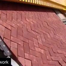 Máquina para colocação de bloquetes intertravados de concreto. Repost do @civil.work via @silviobmaciel e @original_blocos //////// Machine for concrete pavers assembly. Repost from @civil.work via @silviobmaciel and @original_blocos