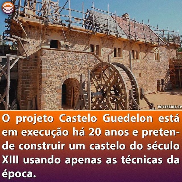 Qualquer semelhança com algumas obras públicas é mera coincidência. ////// The Guedelon Castle is being built for 20 years and the goal is to build a 13th century castle using the same techniques available at that time. Repost @vocesabia
